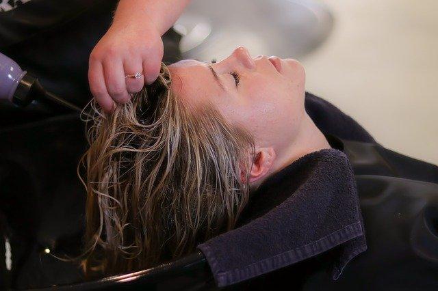 Les shampooings sans sulfate sont-ils vraiment meilleurs pour les cheveux ?